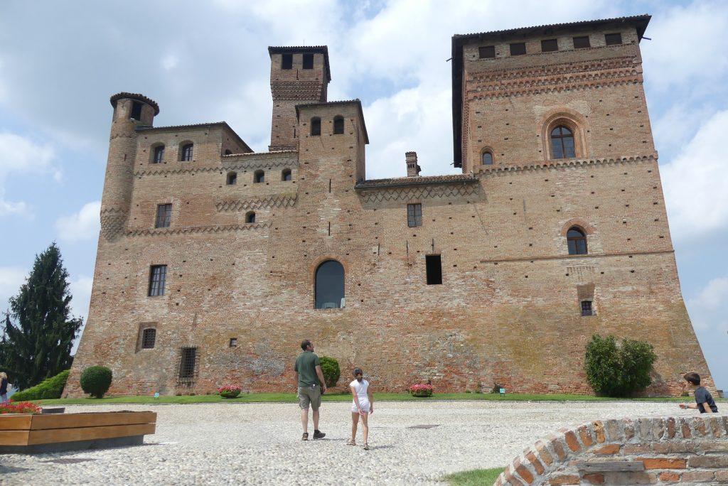 castelli nelle Langhe